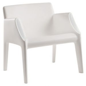 White armchair Magic Hole Kartell Philippe Starck | Eugeni Quitllet 1