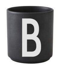 Taza Arne Jacobsen Letra B Letra negra del diseño Arne Jacobsen
