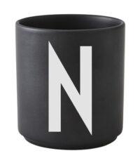 Taza Arne Jacobsen Letra N Black Letras de diseño Arne Jacobsen