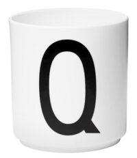 Becher Arne Jacobsen Buchstabe Q weiße Entwurfs-Buchstaben Arne Jacobsen
