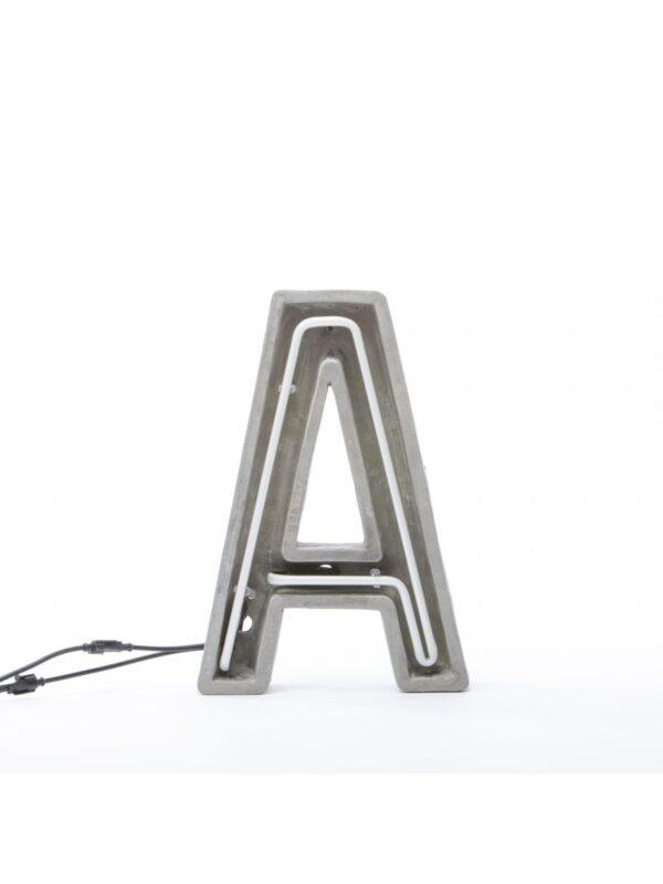 Lámpara de mesa Alphacrete - Letra A Blanco | Gris | Seletti BBMDS Cement
