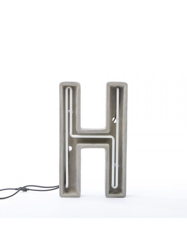 Candeeiro de Mesa Alphacrete - Letra H Branco | Cinza | Seletti BBMDS Cimento