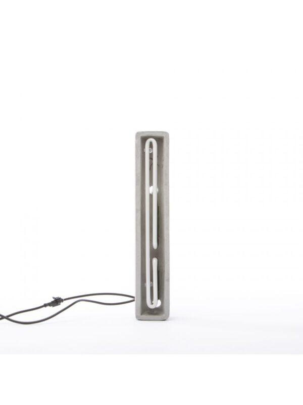 Alphacrete Tischlampe - Buchstabe I Weiß | Grau | Seletti BBMDS Cement