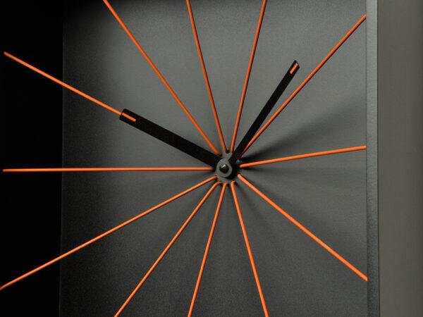 Projetos de relógios de parede em perspectiva negra Riccardo Paolino & Matteo Fusi 3