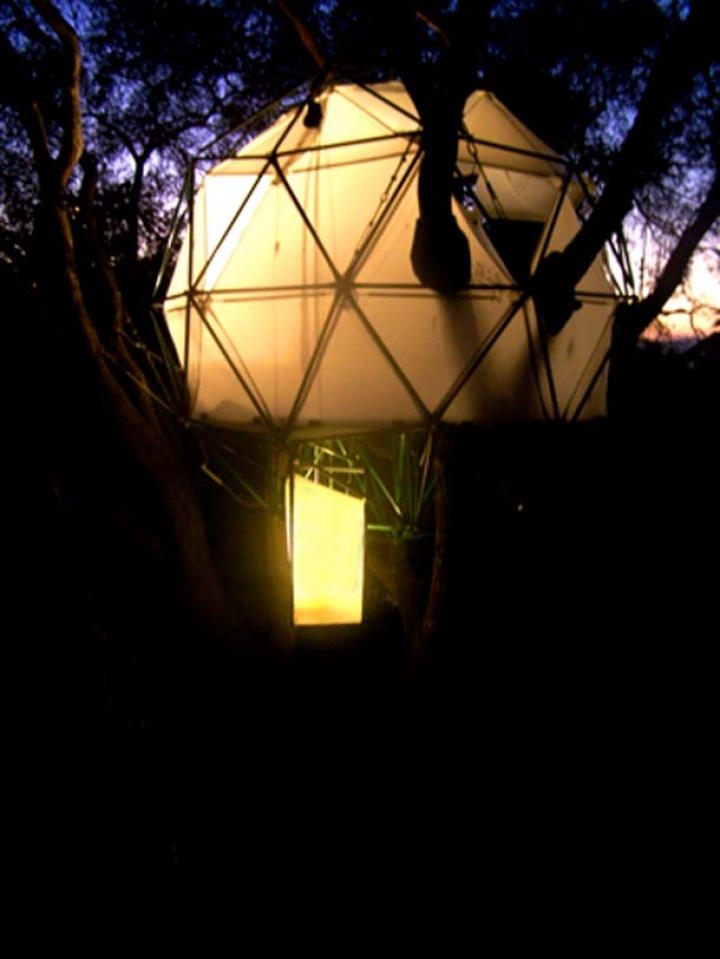 Natural-Sustainability-Treehouse-At-Night