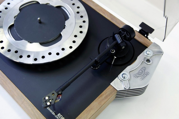 triumph_motorcycles_product_prototypes_turntable01
