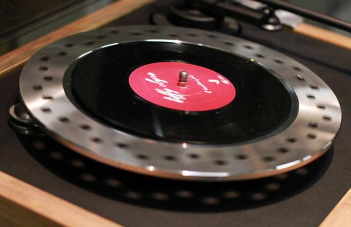 triumph_motorcycles_product_prototypes_turntable02