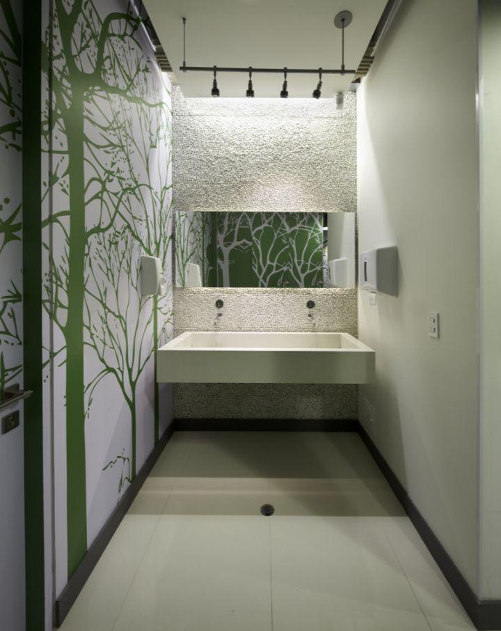 1299075233-bathrooms