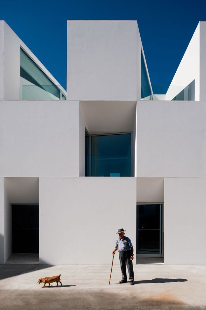 ALCACER-DO-SAL-FORM-by-Aires-Mateus-arquitetos-photo-Fernando-and-Sergio-Guerra-Yatzer-2