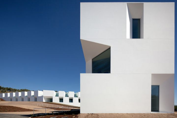 ALCACER-DO-SAL-FORM-by-Aires-Mateus-architects-photo-Fernando-and-Sergio-War-Yatzer-26