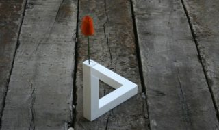 Impossible-Triangle-Vase-1