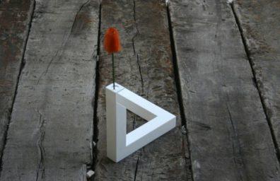 Unmöglich-Dreieck-Vase-1