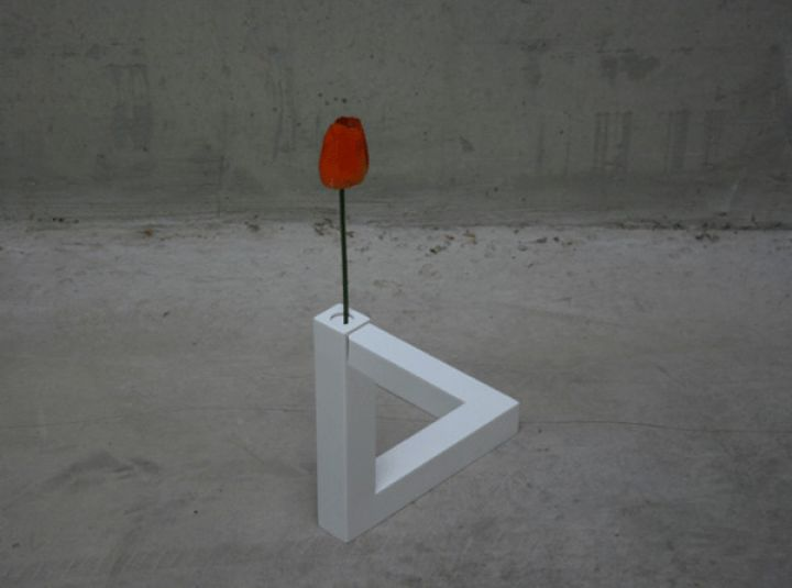 Impossible-Triangle-Vase-3