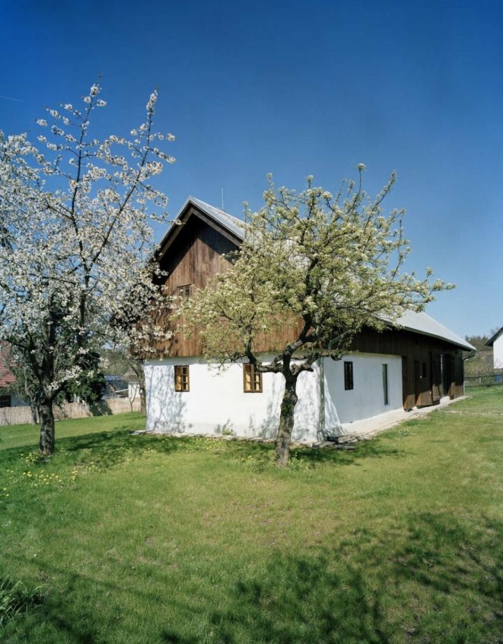 ov-a_cottage_in_tupadly_03