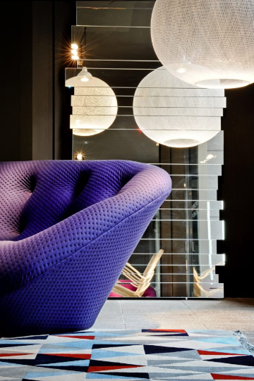 ploum purple sofa Pontaccio space
