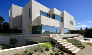 House-in-Las-Rozas-01-750x498