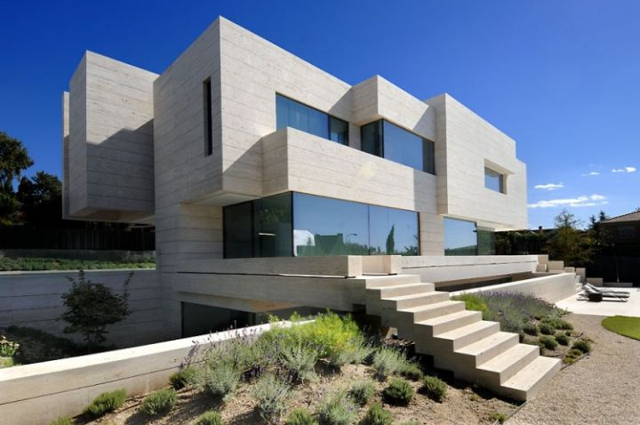 House-a-Las-Rozas-01-750x498