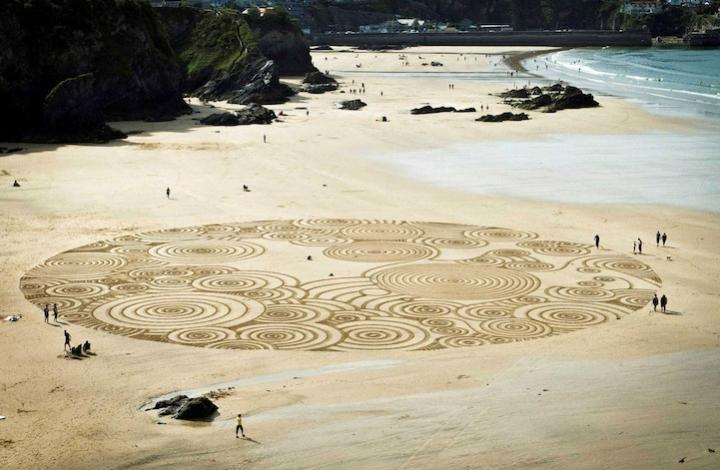 Tony disegni sulla sabbia 01