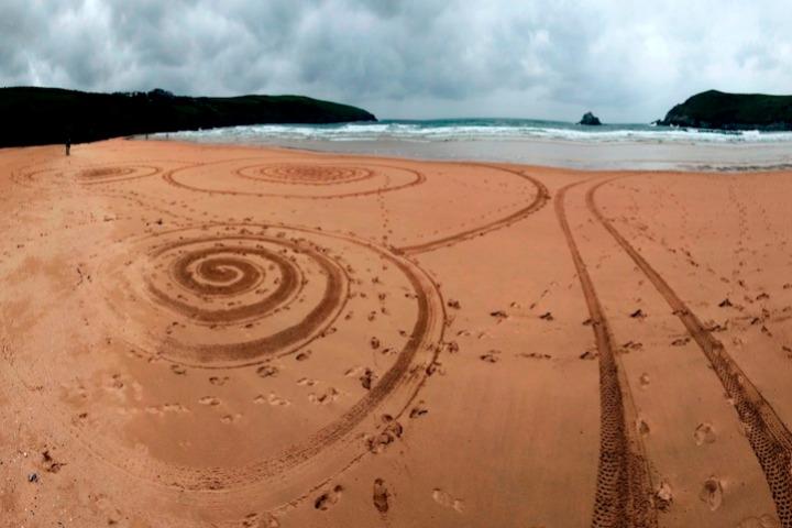 Tony disegni sulla sabbia 04