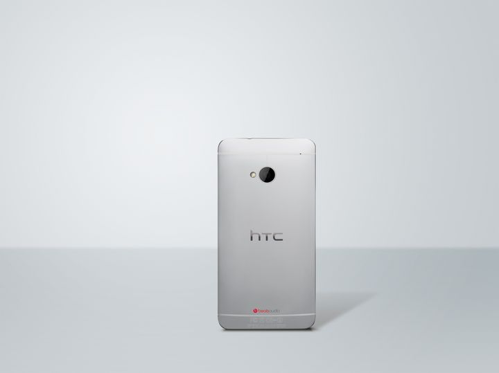 HTC One silver Back Photo HiRGB