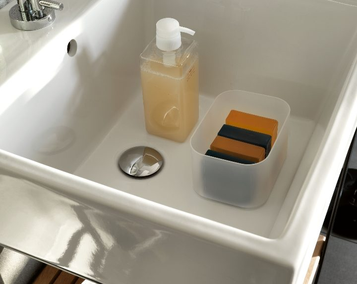 Colavene - Acquaceramica sink with teak floor 50x50cm Ph.R.Costantini