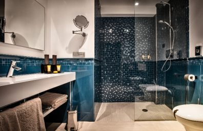 Hansgrohe para o Grande Deluxe Suite Romantic Hotel MaMa o banheiro