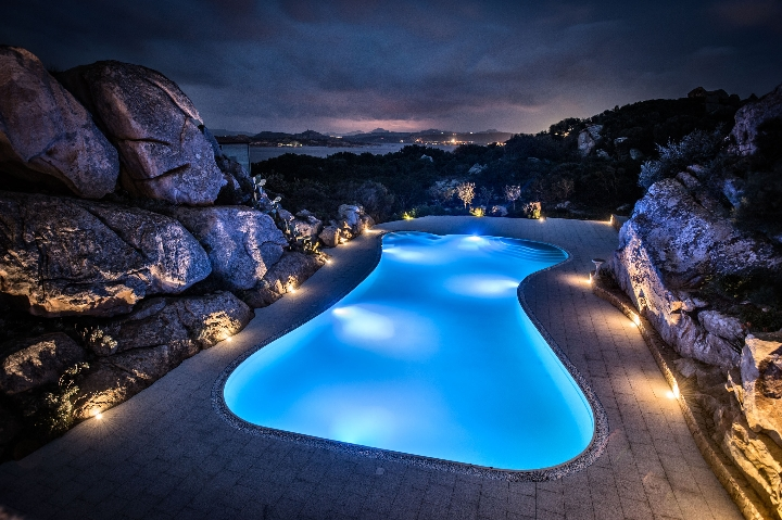 Hansgrohe for Grand Hotel MaMa the pool at night