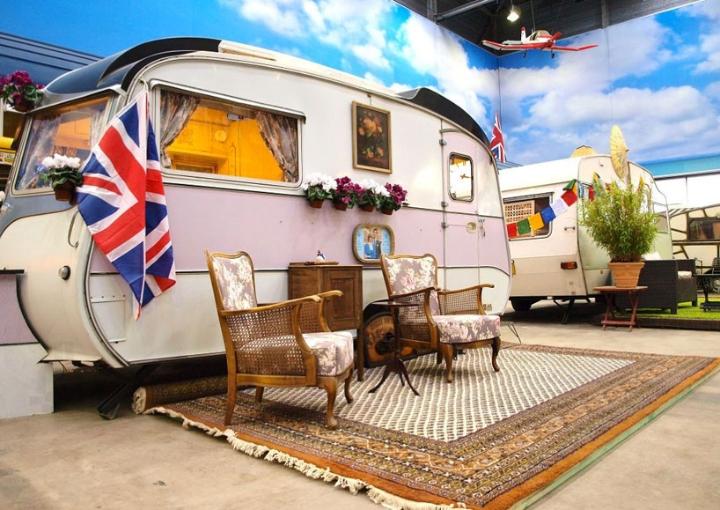 basecamp-an-indoor-vintage-campground-hostel 05