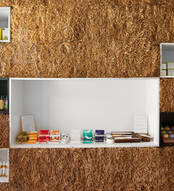 hornowski-design-pieknalia-straw-bale-cosmetics-boutique-designboom02img