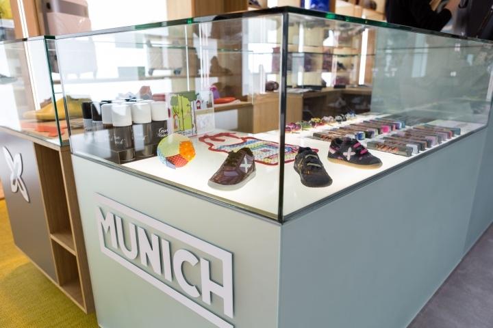 MUNICH-Shop-by-CuldeSac-Barcelona-Spanien-06