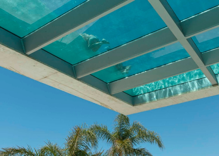 Jellyfish-House-by-Wiel-Arets-Architects-casa-piscina-vetro-trasparente-tetto-Marbella-Spain-ddarcart-03