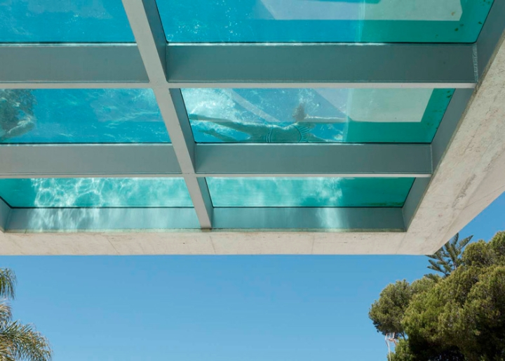Jellyfish-House-by-Wiel-Arets-Architects-casa-piscina-vetro-trasparente-tetto-Marbella-Spain-ddarcart-04