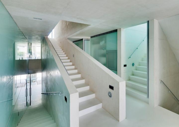 Medusa-House-by-Wiel-arets-Architects-house-piscina-transparente de vidro-roof-Marbella-Espanha-ddarcart-10