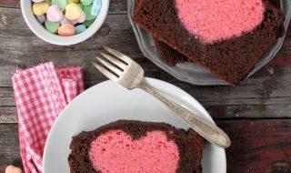 Dolci di San Valentino un plumcake con un cuore dentro 01