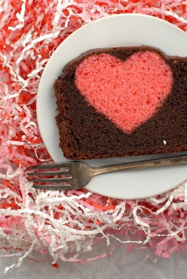 Dolci di San Valentino un plumcake con un cuore dentro 03