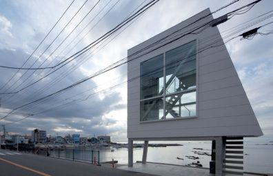 Yasutaka Yoshimura-arquitectos-window-casa-Designboom-02