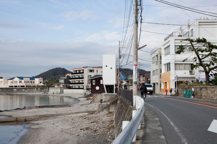 Yasutaka Yoshimura-arquitectos-window-casa-Designboom-08