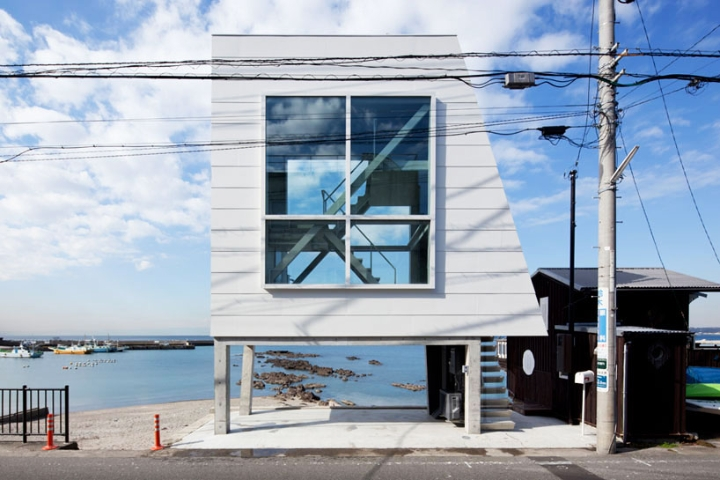 Yasutaka Yoshimura-arquitectos-window-casa-Designboom-10