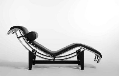 A cadeira Chaise Longue Le Corbusier Pierre Janneret Charlotte Perriand