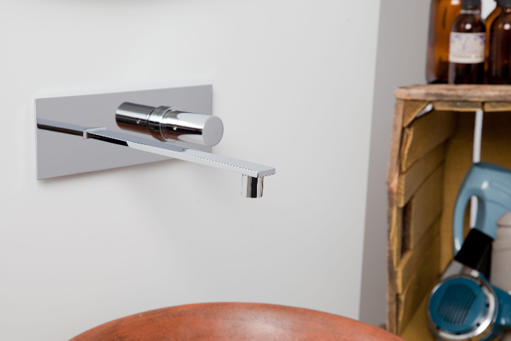 Bonomi - ELLE - moconomando lavatório parede ph.Clerici A 2