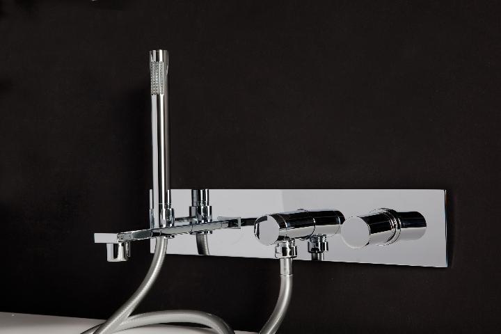 Bonomi - ELLE - MIscelatore moconomando per lavabo a parete ph.Clerici A 5