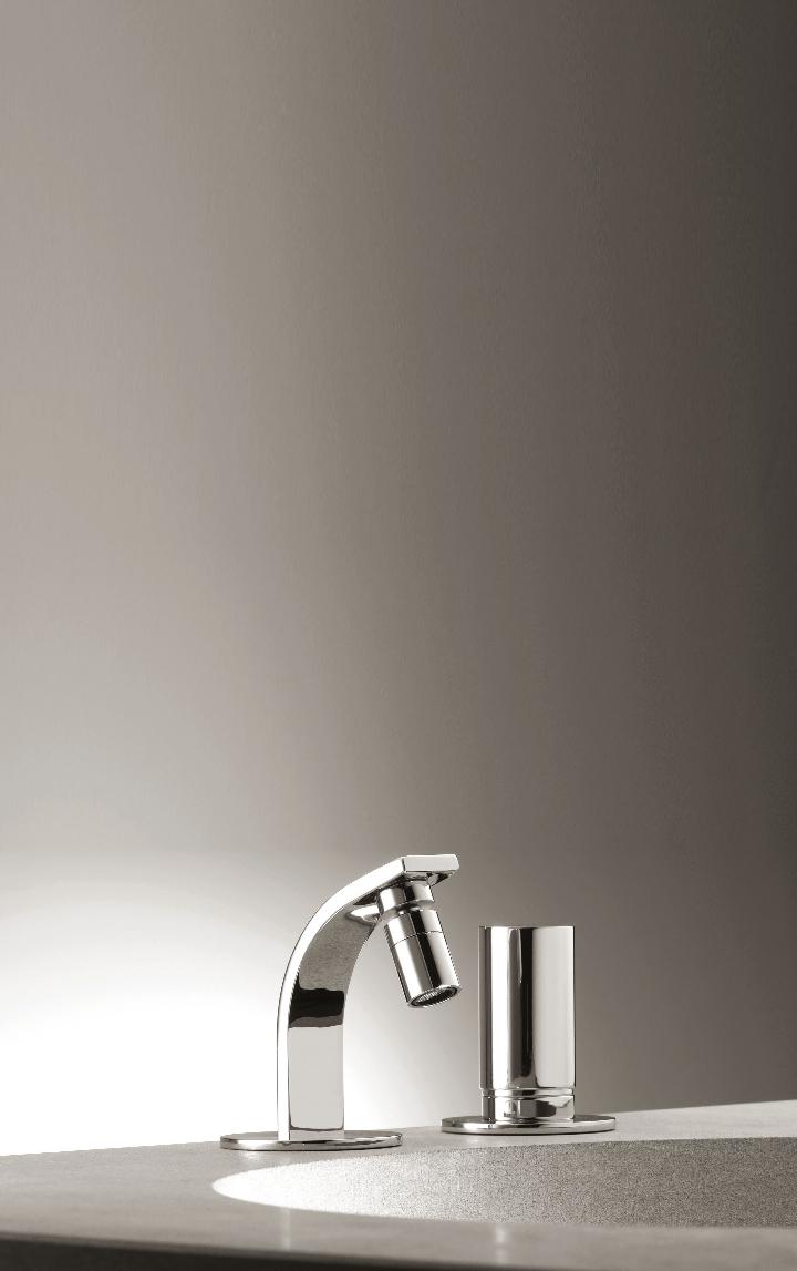 Bonomi - ELLE - MIscelatore moconomando per lavabo a parete ph.Clerici A 9