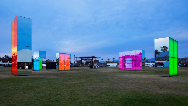 phillip-k-smith-III-miroirs-réflexion-field-for-coachella-05