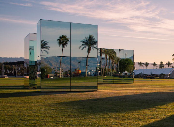 phillip-k-smith-III-miroirs-réflexion-field-for-coachella-06