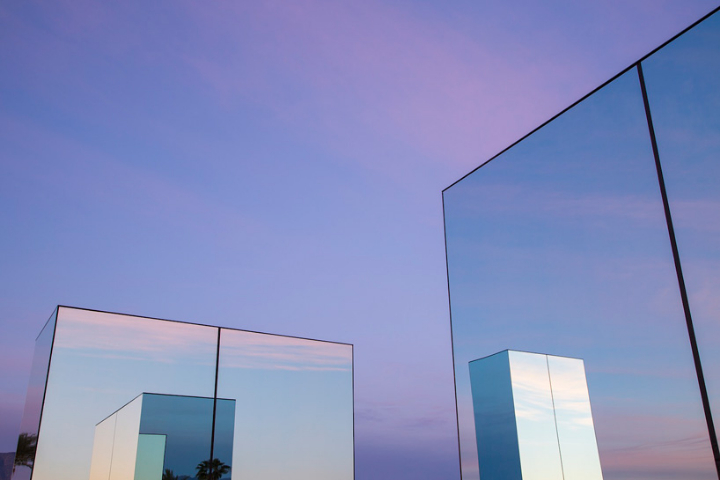 phillip-k-smith-III-miroirs-réflexion-field-for-coachella-13