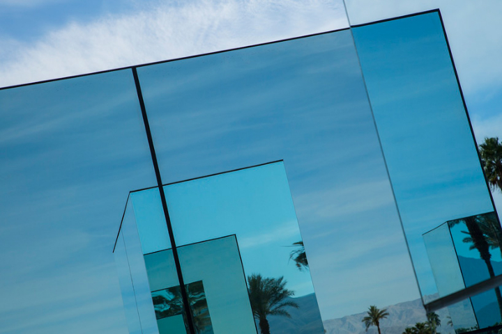 phillip-k-smith-III-miroirs-réflexion-field-for-coachella-15