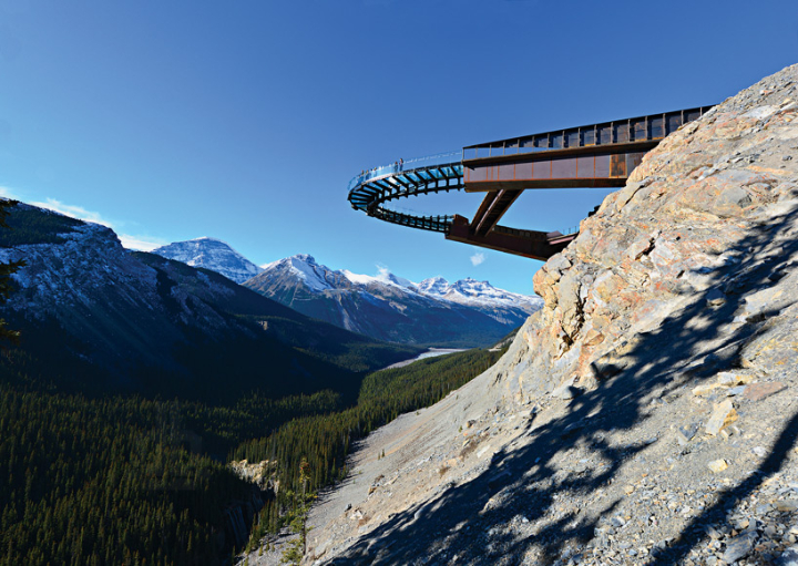 glacier-Skywalk-jasper-national-park-canada-designboom-01