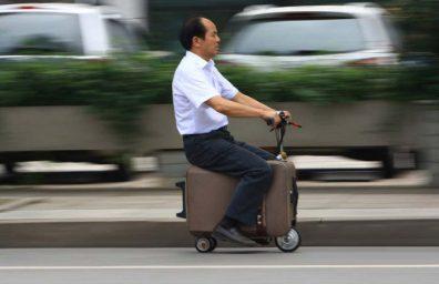 chinese-agricultor constrói-se em pleno funcionamento-mala-scooter designboom-01
