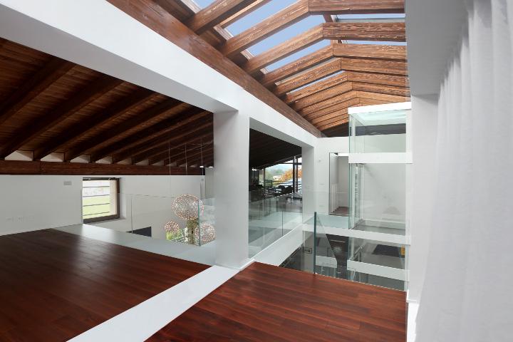 Trasformazione di un fabbricato anni 39 60 in villa moderna social design magazine - Pavimenti per casa moderna ...