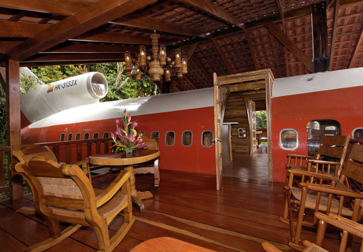boeing-727-transformed into suites in costa rica Social Design Magazine-04